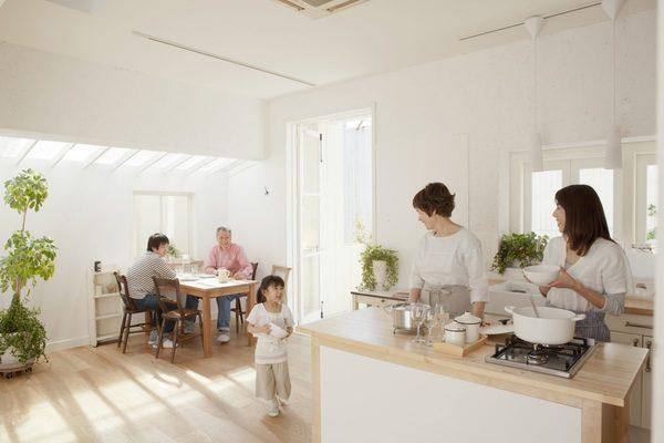 天窓があるだけで部屋が明るく開放的に!自然の光を採り入れる天窓リフォーム