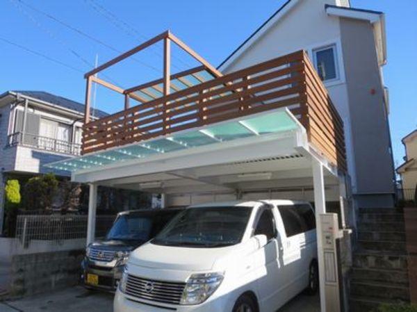 子供達が階段で車庫上へ。玄関へつながるエントランスステップガレージデッキ|神奈川O様邸