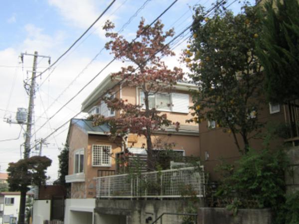 ツヤをおさえたマットな色に外壁塗装、お隣りとの街並みにも調和した外観|横浜市S様邸のサムネイル