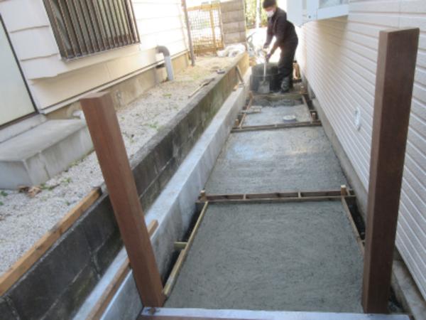 外構工事でコンクリート土間打ちです